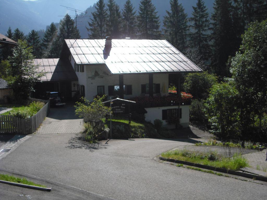 Haus_Sommer_von_Strasse